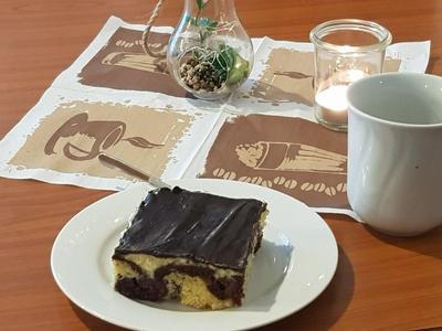 Kaffee und hausgemachter Kuchen